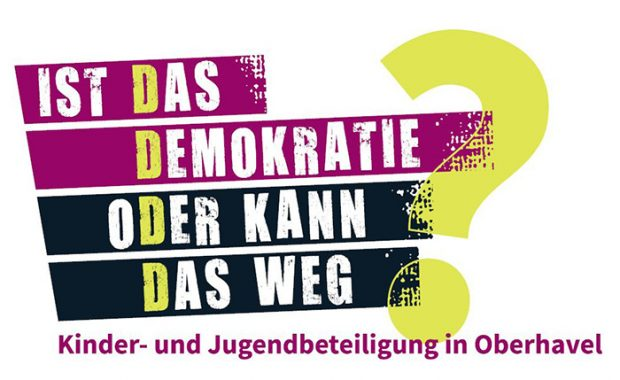 """Banner der Kinder- und Jugendkonferenz mit dem Motto """"Ist das Demokratie oder kann das weg?"""""""